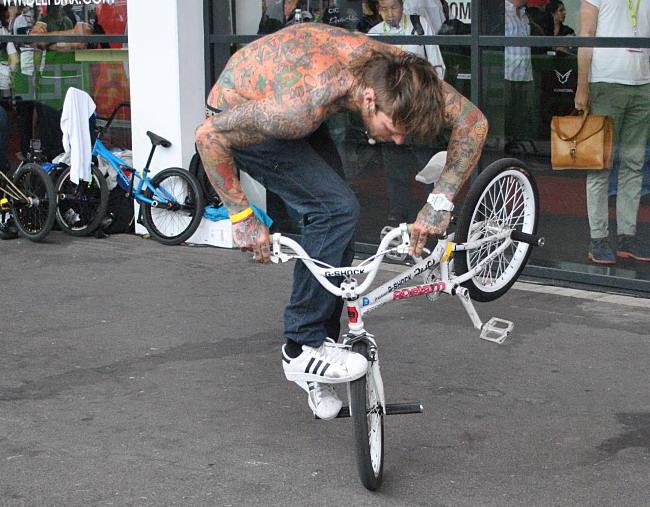 трюки на велосипеде bmx