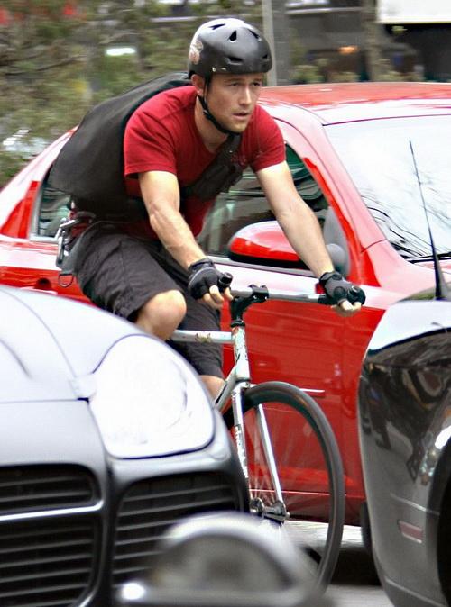 Актеры на велосипеде