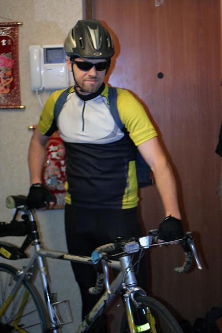 Серж на велосипеде