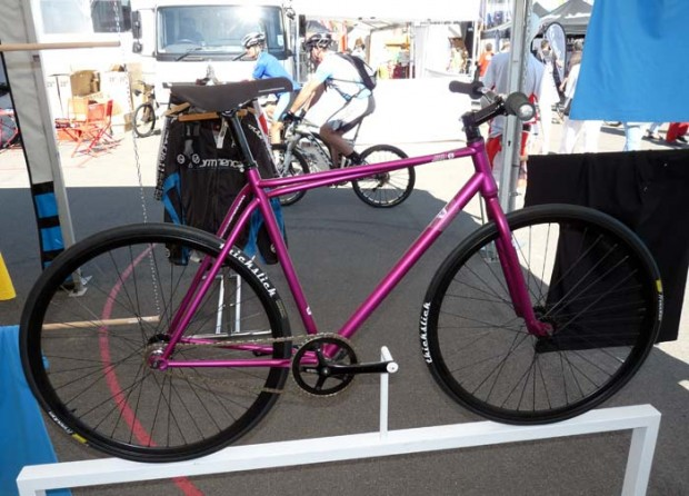 городской велосипед с ассиметричной рамой