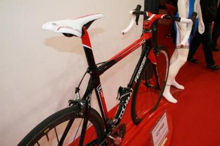 Велосипед Ferrari CF8 вид сзади