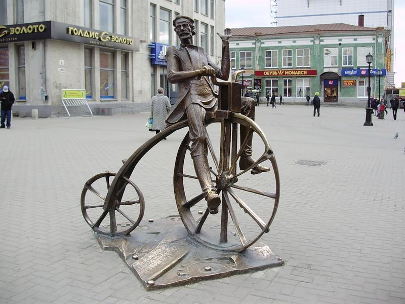 Памятник первому велосипеду