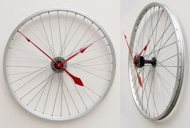 Настенные часы из велосипедных колес