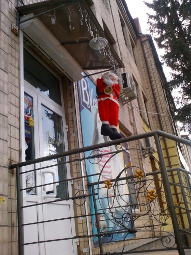 В Виннице продолжается террор против Санта Клаусов