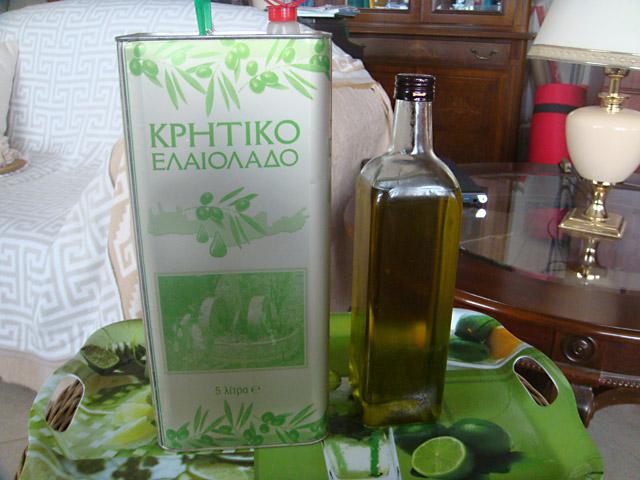 Оливковое масло на столе