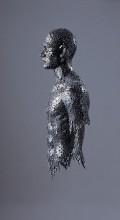 фигура человека из велосипедной цепи