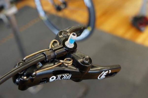 2 Гидравлическая тормозная система для дорожного велосипеда