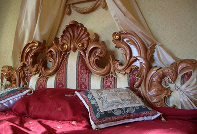 Резьба по дереву. Кровать, барокко. Спинка кровати