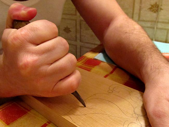 Как держать богородский нож. Резьба по дереву