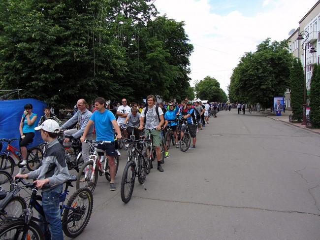Всеукраинский велодень 2012. Khmelnitsky. В колонну по четыре