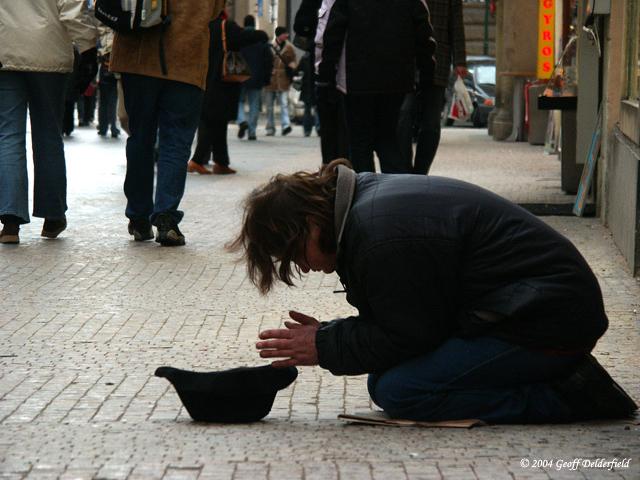 Люди добрые, мы сами не местные... Помогите кто чем может