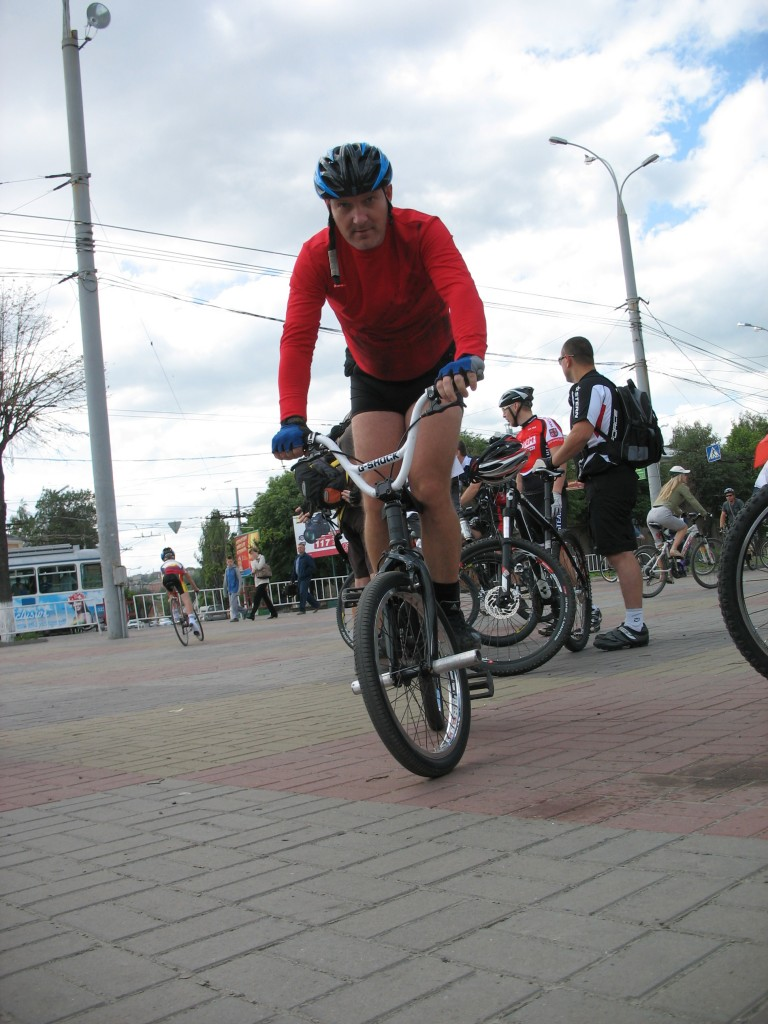 Вова на велосипеде warrior-bmx