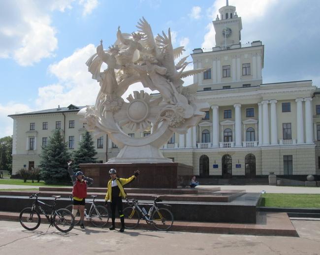 Хмельницький – Місська Рада. Пам'ятник Вірі, Надії і Любові