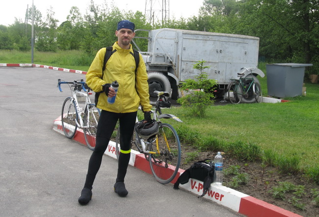Велосипедист Сергей. село Дякивцы, запаравка
