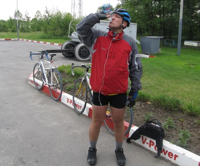 Велосипедист Вова. село Дякивцы, запаравка