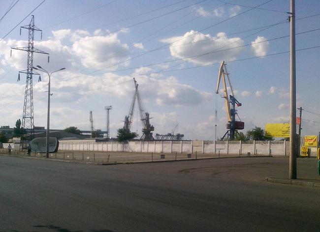 Днепропетровск, портовые краны.