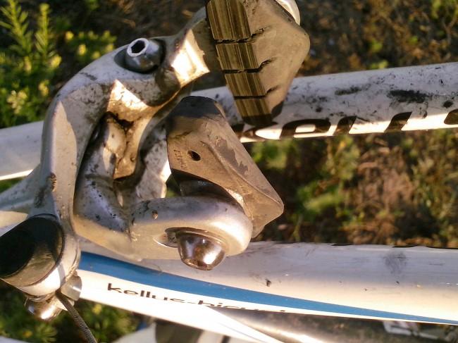 велосипед Kellys ARC 2.9 задний тормоз