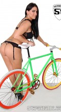 stradalli_fixxx_green_fixed_gear_fixie_bike_sexy_chick_nice_ass