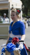 девушка на велосипеде