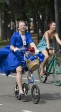 фото девушка на велосипеде
