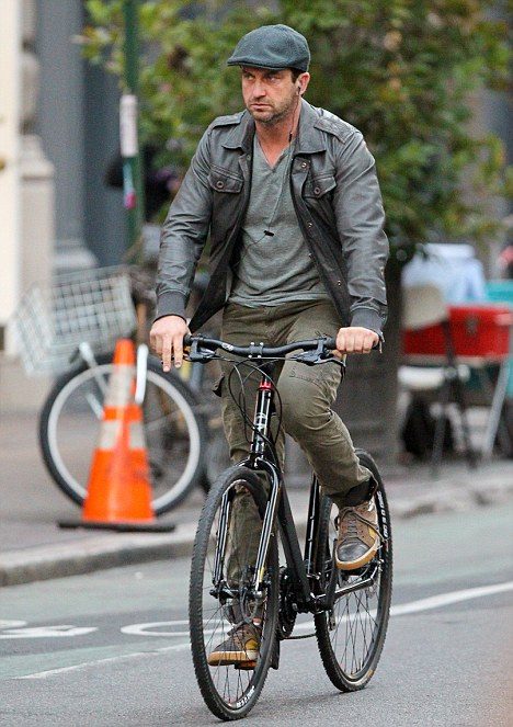 Gerard Butler riding bicycle in New York