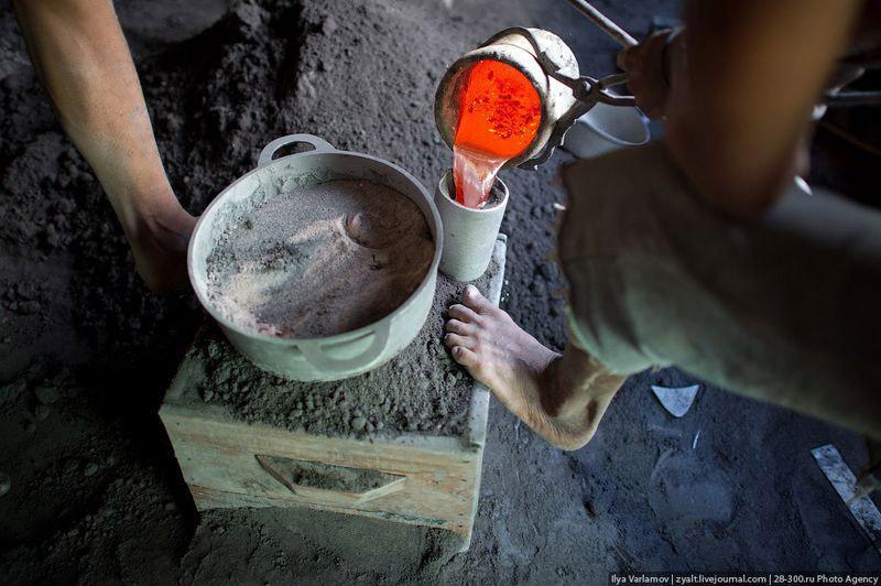 Производство алюминиевых кастрюль – заливка формы