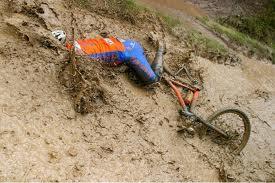 велосипед в болоте