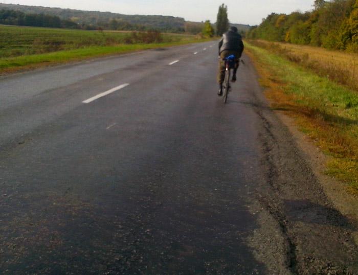 Велосипедисты на шоссе