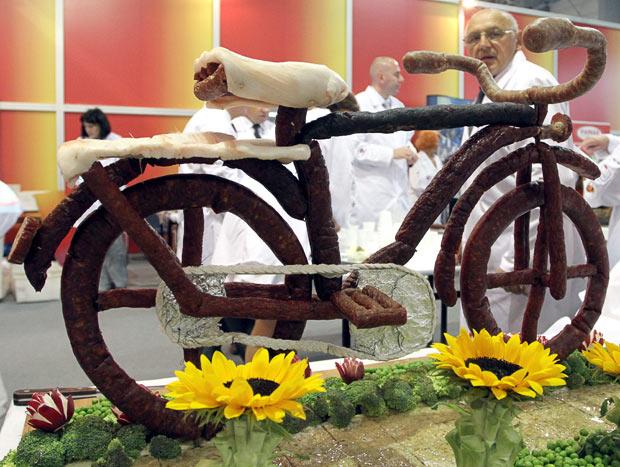 велосипед из колбасы