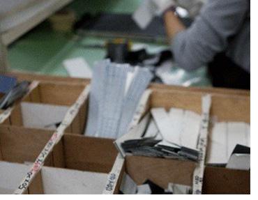 карбоновые части раскладываются по коробкам