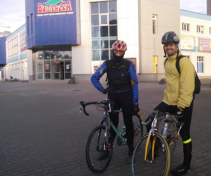 Велосипедисты Андрей и Серж