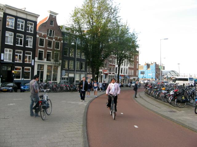 Нидерланды – велодорожки с подогревом