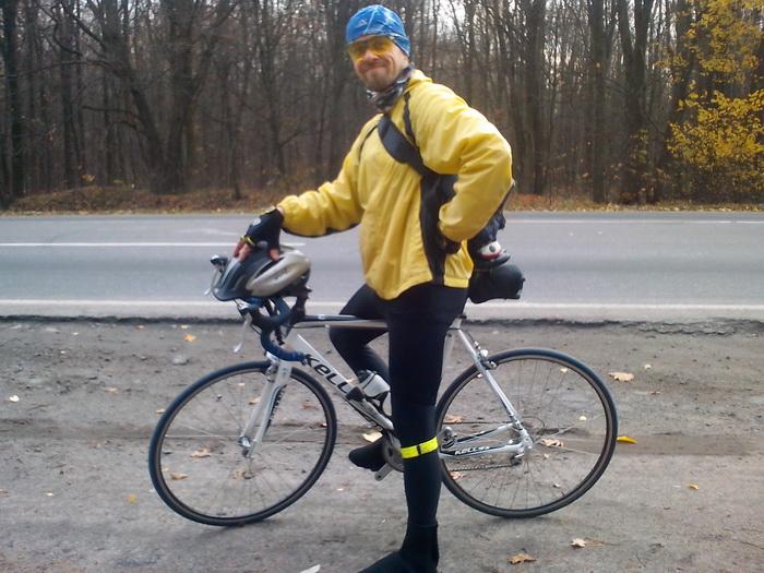 Серж на велосипеде Келлис
