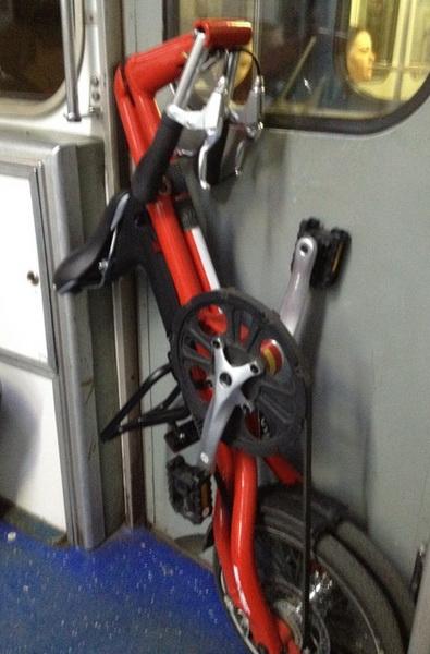 велосипед Strida 5.2 в сложеном виде
