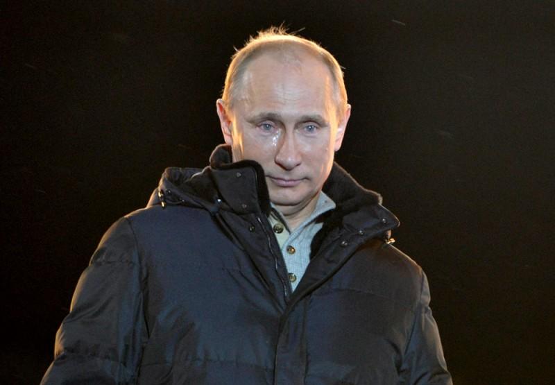 Кандидат в президенты РФ Владимир Путин прослезился во время выступления перед своими сторонниками на Манежной площади