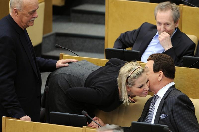 Депутаты Станислав Говорухин, Мария Максакова-Игенбергс и Иоси Кобзон на пленарном заседании Государственной Думы