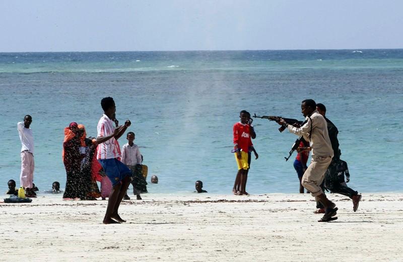 Арест члена исламистской группировки аль-Шабааб на пляже Лидо в Могадишо, Сомали