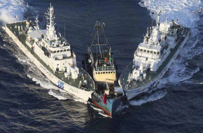 Береговая охрана Японии захватила баркас с политическими активистами из Китая
