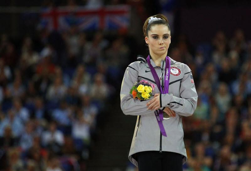 Гимнастка из Америки МакКейла Мэрони заняла второе место в опорных прыжках на Олимпиаде. Выступление спортсменки вызвало шквал недовольства болельщиков