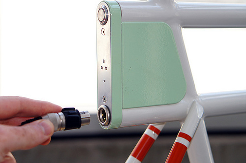 электрический велосипед Faraday Porteur зарядка