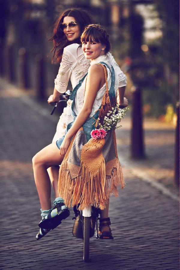 Амстердам, девушка на велосипеде