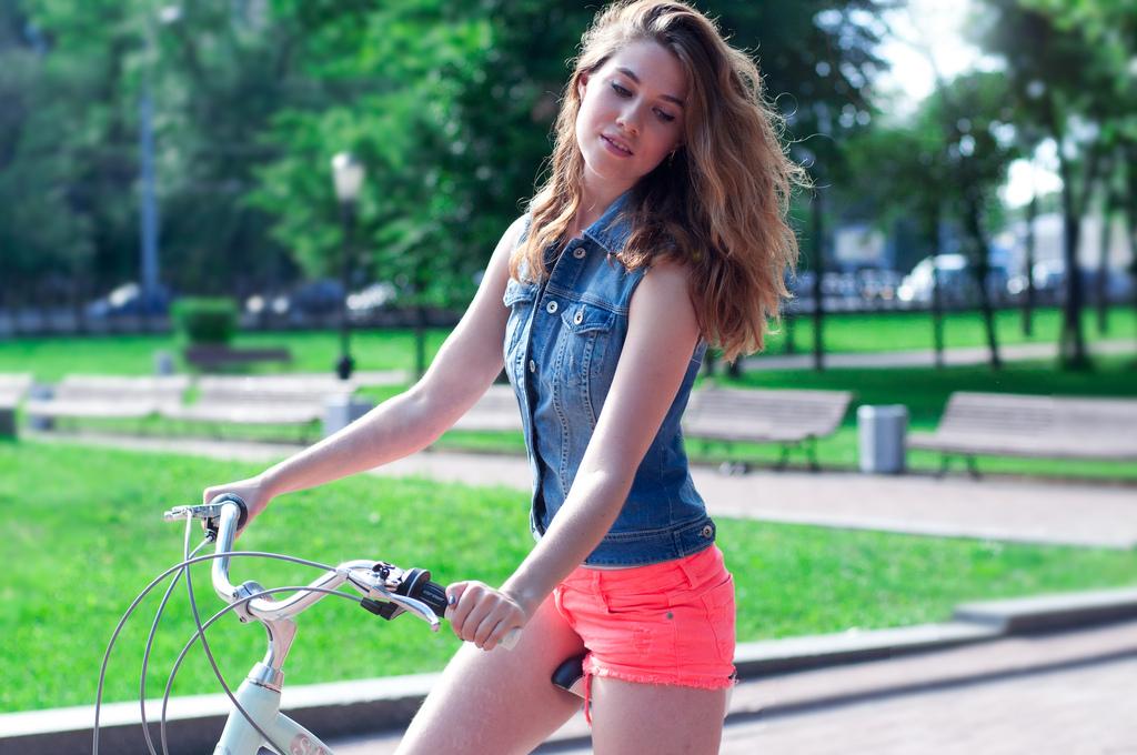 Девушка на велосипеде без седла фото фото 424-665
