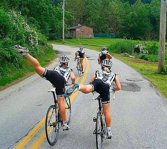 велосипедистки балерины