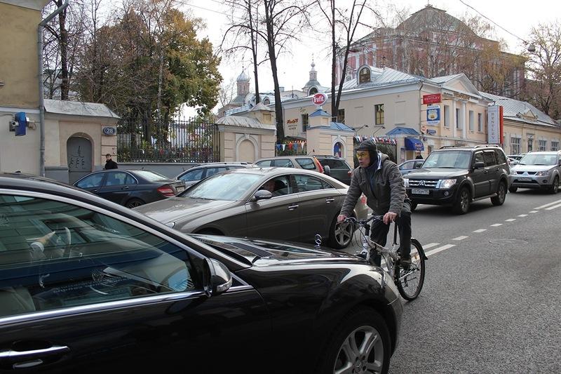 Велосипедист против Мерседеса