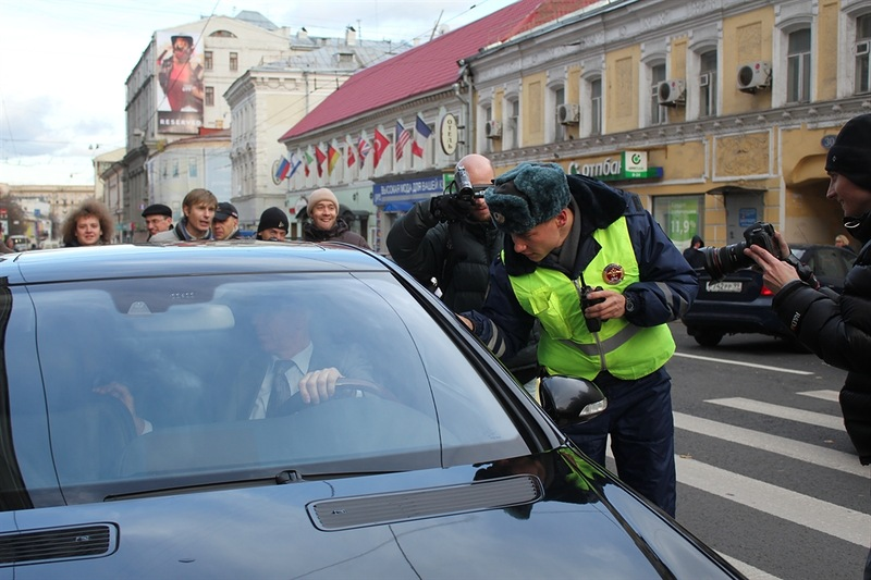 Москва. Велосипедист против Мерседеса