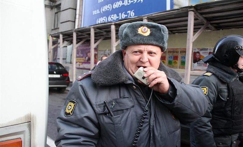 """капитан полиции продолжает бороться за """"свободный проход граждан"""""""