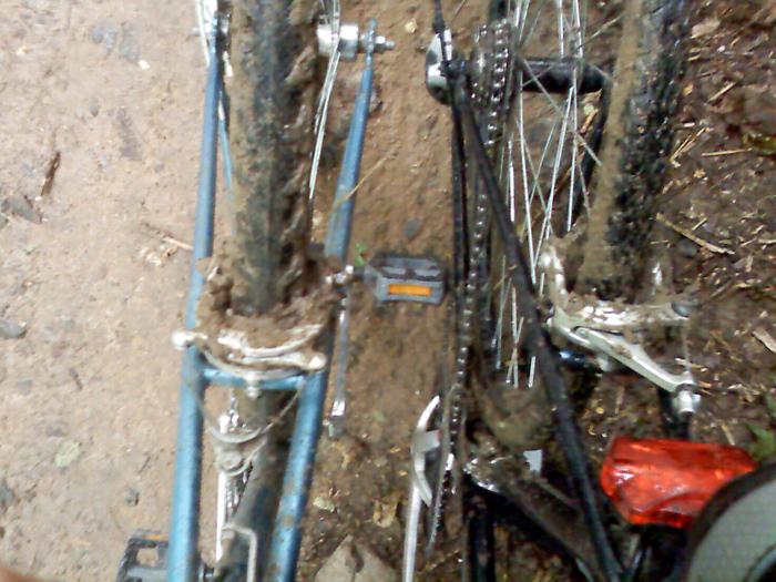 велосипеды в болоте
