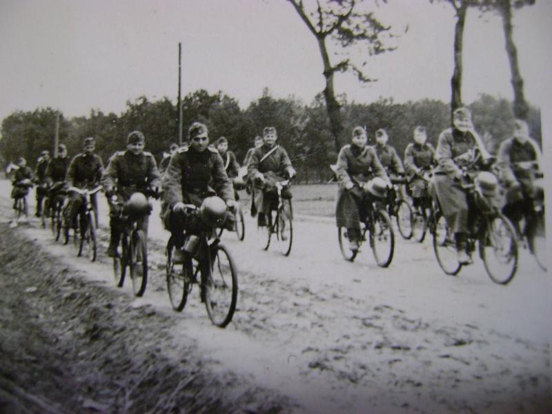 старинный военный велосипед