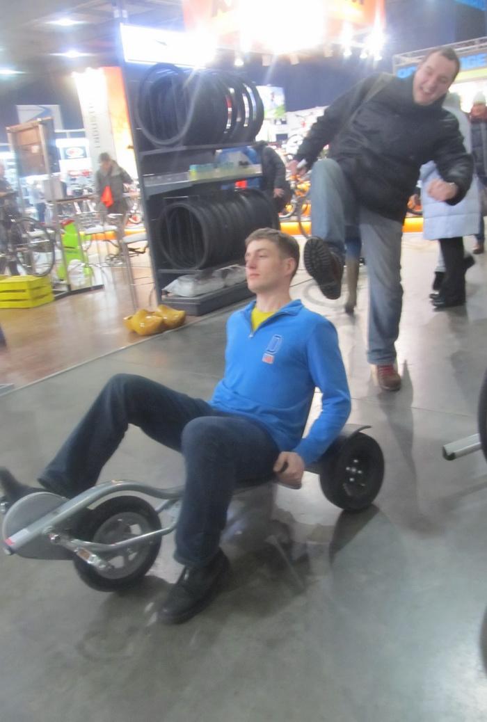 Юра доставляет Денису первоначальное ускорение