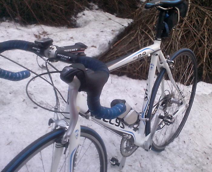 На шоссейном велосипеде по снегу